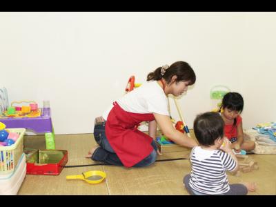 無料託児ルームはベビーシッターが常勤していて安心です。