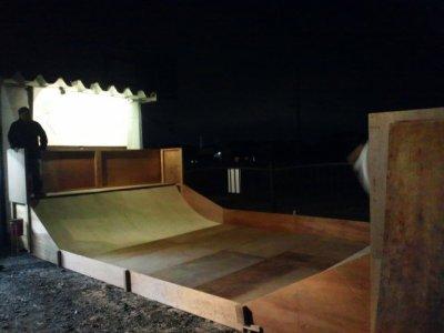 スケートボード練習場使用料金とレンタル料金