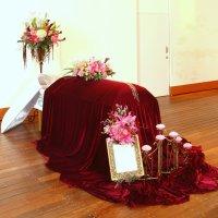 遺族が手作りできるピンクや真っ赤なアートお葬式装飾教室