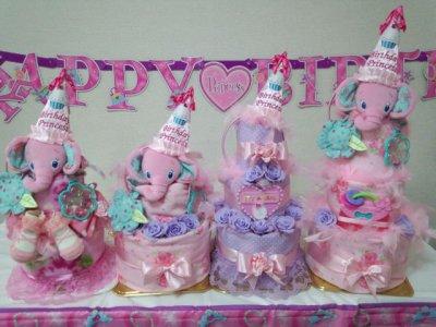 女の子が産まれたらピンクやローズのオムツケーキ!