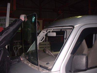 格安フロントガラス交換・セット多数・持ち込み交換・リペー