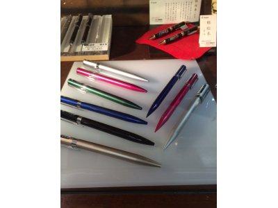 シャイニーカラーの上質感のあるボールペンとシャープペンシル、トンボ鉛筆 ZOOM L105!