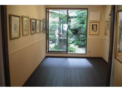 1階展示会場 中庭を望む 2