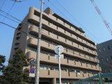 近鉄八尾駅から徒歩8分の3LDKの賃貸マンション。家賃77,000円共益費10,000円。