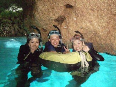 綺麗な「青の洞窟」へ