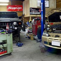 外車サポートガレージ「クアドリモーター」