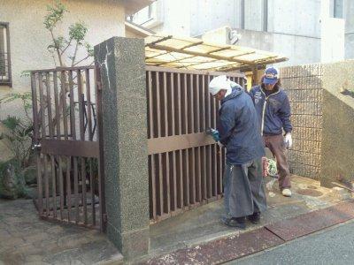 神戸市須磨区の月見山で(お庭・ガレージ)門扉のやり替え工事!ワンちゃんが脱け出られない門扉施工☆