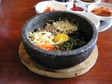 好評サービスランチ!石焼ピビンバ定食 ¥900!!(参鶏湯定食もあります。)