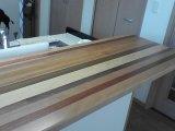 寄木のカウンターテーブルは 木目が美しい☆彡