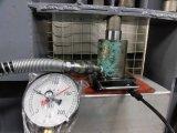 油圧ジャッキの点検作業