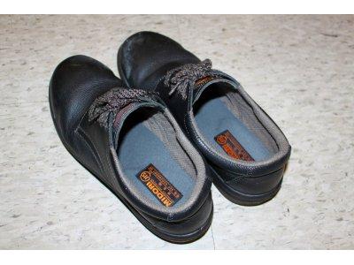 お客様の靴を探す