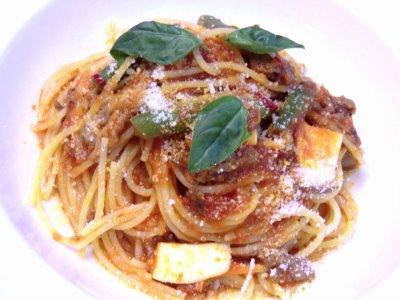牛スジのトマト煮込みソースのスパゲッティ